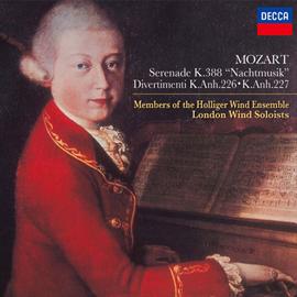 ホリガー・ウインド・アンサンブル - モーツァルト:セレナード第12番《ナハトムジーク》、ディヴェルティメント K.Anh.226、227